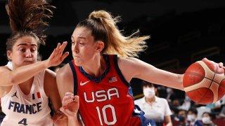 Breanna Stewart drives for the U.S. women's basketball team