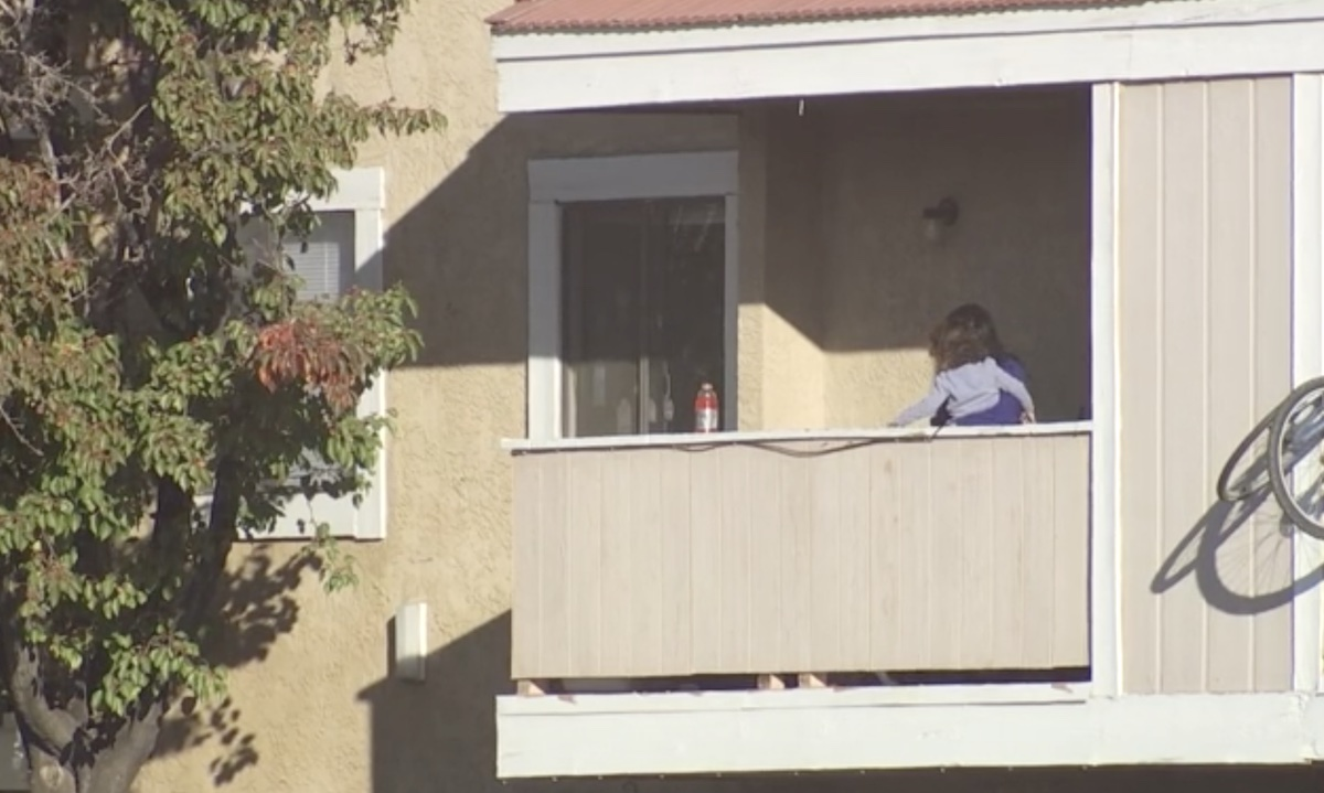 Hourslong Standoff With Woman and Child Barricaded in Apartment Continues in Palmdale