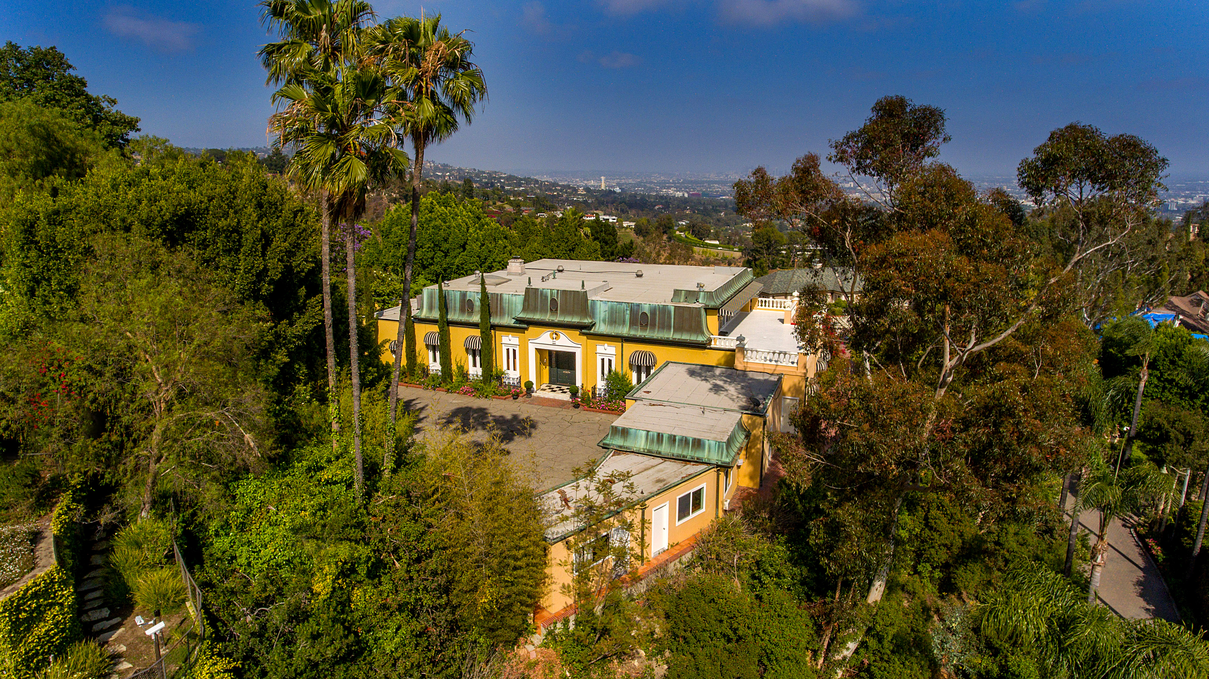 The Bel-Air home of legendary Hollywood star Zsa Zsa Gabor has sold for $20.3 Million.
