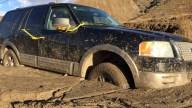 151016-mudslide-trapped-suv