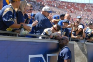 Eric Dickerson Poses With Fans