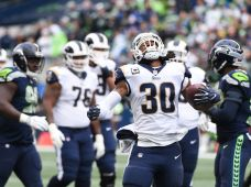 Gurley's 4 Touchdowns Lead Rams in Win Over Seahawks