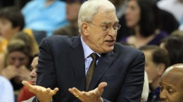 Lakers Management Passes on Phil Jackson
