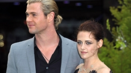 "Kristen Stewart Steps Out at ""Snow White and the Huntsman"" Premiere"