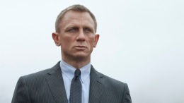 "Daniel Craig Performs His Own Stunts in ""Skyfall"""