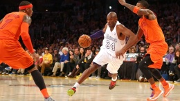 Kobe Bryant Out-Shoots Carmelo Anthony in Lakers' Win
