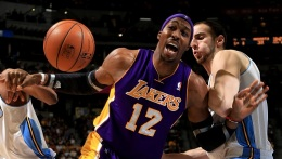 Dwight Howard Frustrated With Lakers' Defense