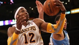 Lakers Lose to Nuggets; Dwight Howard Blames Chemistry