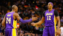 Kobe, Dwight Play Big in Comeback Win Over Hornets