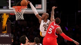 Lakers Beat Hawks, Howard Discusses Bryant's Dunk