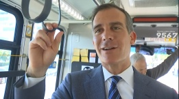 Mayor Garcetti Unveils All-Door Metro Boarding