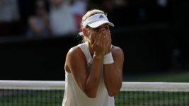 Kerber Beats Williams 6-3, 6-3 to Win 1st Wimbledon Title