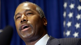Trump Taps Former Rival Carson as Housing Secretary