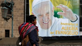 Francis Lands in Ecuador for 3-Nation Tour