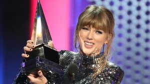 'Get Out and Vote': Taylor Swift Gets Political at the AMAs