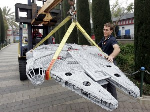 STAR WARS LEGO Miniland Now Landing