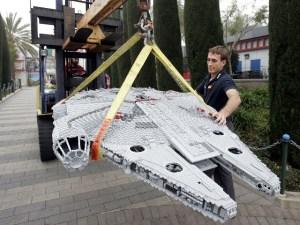 STAR WARS LEGO Miniland Now Landing