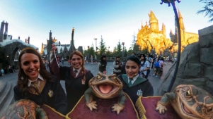 Take a 360-Degree Tour of 'Wizarding World'