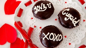 Conversation Hearts Chic: Magnolia Cupcakes