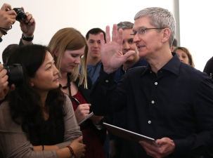 Apple: Tim Cook Gets $9.22M Paycheck