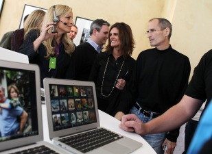 "Apple's Press ""Gatekeeper"" Katie Cotton Retires"