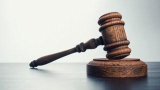 Lawsuit Settled in Case of Manhattan Beach Pilot Who Molested Girl