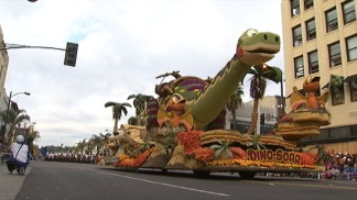 Spectators Cheer Surprise Military Family Reunion at Rose Parade