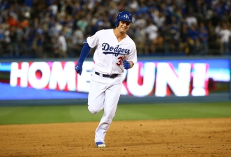Dodgers Defeat Rival Giants 8-3 in Opening Game of Series