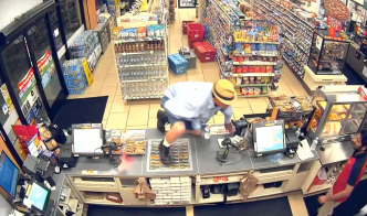 Man in Fedora Robs Liquor Store With His Hand