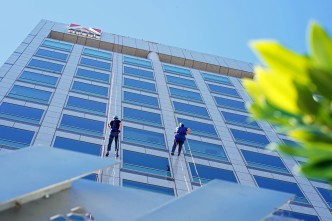 SJ Mayor Rappels Down Adobe Headquarters to End Homelessness