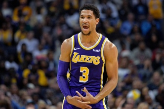 Lakers Maul Grizzlies in Memphis