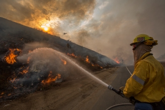 Residents Evacuated as La Tuna Fire Spreads to 5,800 Acres