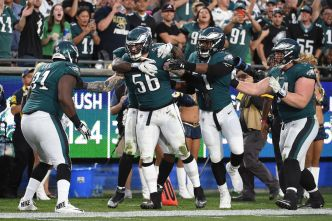 Eagles' Chris Long Gets Into Heated Exchange With Rams Fans