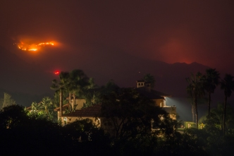 Thomas Fire Grows, But Calm Winds Are in the Forecast