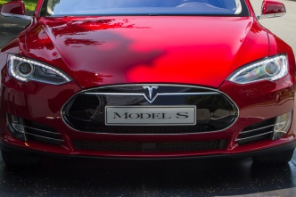 Video Shows Tesla Model S Acting as a Boat