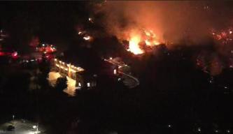 La Cañada Flintridge Fire Burns Near Homes