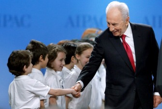 Shimon Peres Joins Facebook