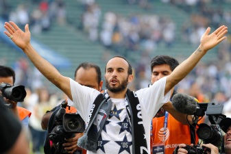 Landon Donovan Throws Out First Pitch At Dodgers Game