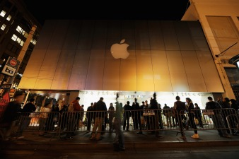 New Apple Employees Work on Fake Products: Report
