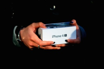 Apple iPhone Now Comes Without a Contract