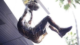 Shaquille O'Neal Gets His Statue...And It's Awesome