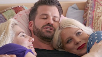 Johnny Bananas: Master Cuddler