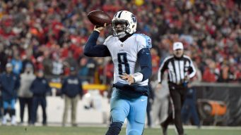 Titans Rally From 21-3 Hole, Beat Chiefs 22-21 in Playoffs