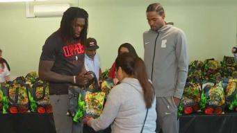 LA Clippers Feed Families at Annual Event