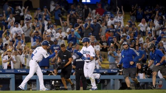 Muncy's Homer in 10th Lifts Dodgers Over Blue Jays, 2-1