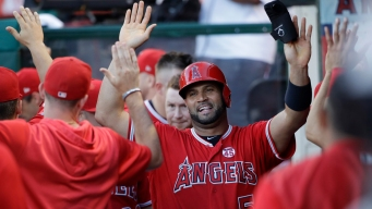 Pujols Sets Career Hit Mark for Foreign-Born Players in Win