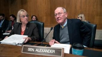 Senators Push Health Deal as Trump Keeps Distance