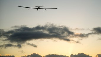 Solar-Powered Plane Cruises From Hawaii to Calif. on Earth Day