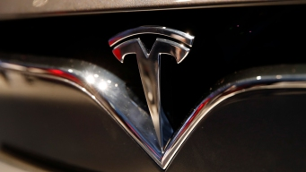 Tesla Posts Surprisingly Large 1Q Loss as Sales Slump 31%