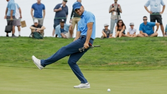 Curry Makes Donation to Pro Golfer Whose Wife Has Cancer